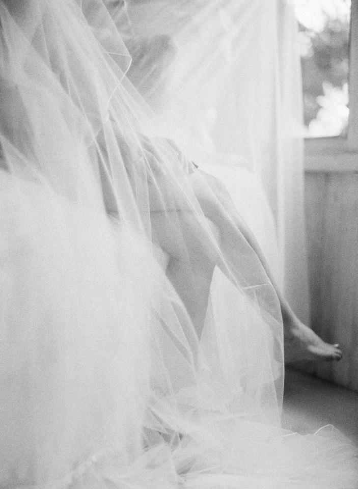 23-boudoir-getting-ready-wedding-23