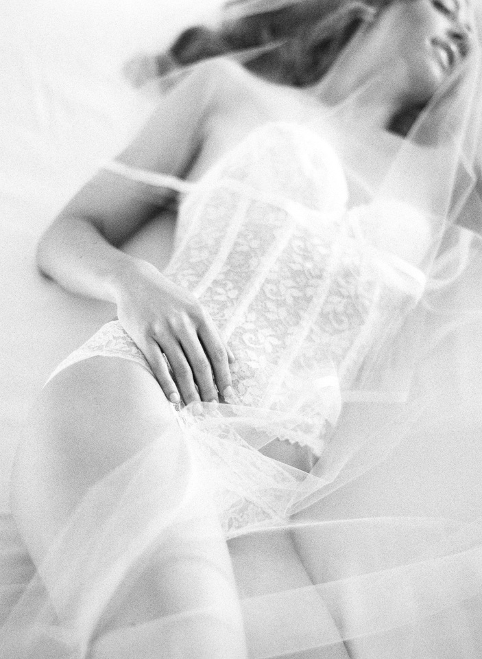 3-boudoir-wedding-photos-3