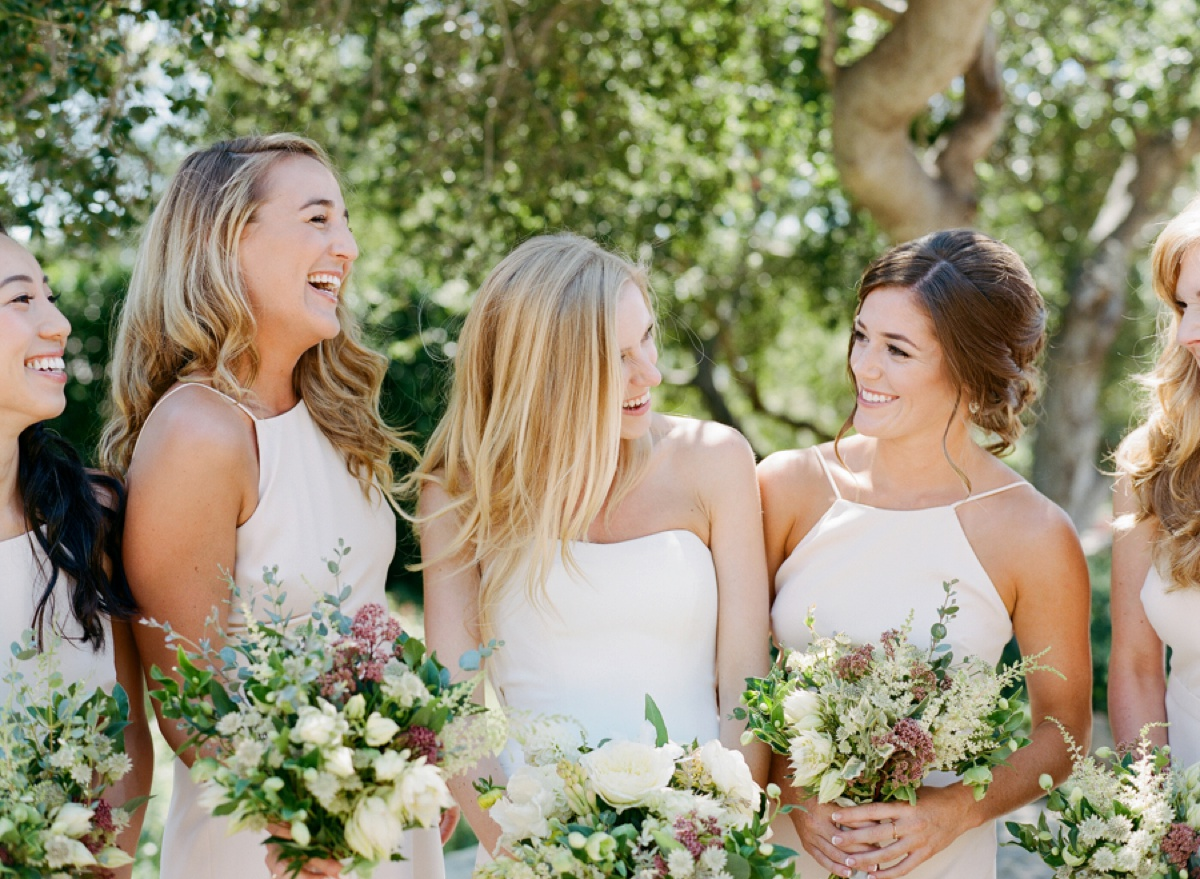 fun-bridesmaid-photos